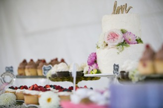 Stef & Colin's Cake Table